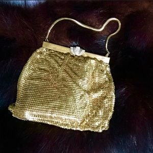Handbags - 1940's gold mesh evening bag.